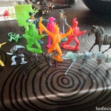 Figuras de Goma y PVC: LOTE OESTE VAQUEROS INDIOS Y CABALLOS,MAYORÍA COMANSI. Lote 130593571