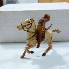 Figuras de Goma y PVC: MUÑECO DE GOMA INDIO AMERICANO 2 PIEZAS A CABALLO AÑOS 60 ORIGINAL DE ÉPOCA ESTILO JECSAN REAMSA. Lote 130922968