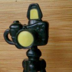 Figuras de Goma y PVC: CÁMARA DE FOTOS CON TRÍPODE DE GOMA. Lote 131102984