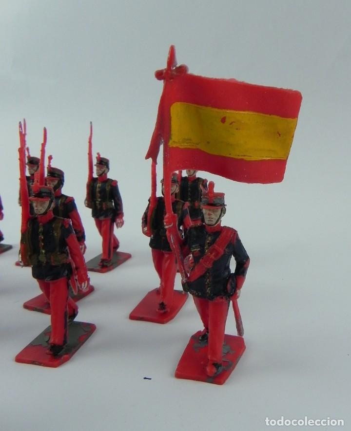 Figuras de Goma y PVC: Lote de 13 FIGURAS PLASTICO de la Guardia Real España, Reamsa, GOMARSA, Soldis, años 70, ABANDERADO - Foto 3 - 132256090