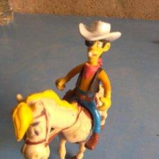 Figuras de Goma y PVC: MUÑECO GOMA O PVC DE LUCKY LUKE Y HOLLY JUMPER ,AÑOS 80. Lote 132281054
