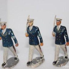 Figuras de Goma y PVC: 3 MARINOS DESFILANDO FABRICADOS EN GOMA POR PECH AÑOS 50,. Lote 132656562
