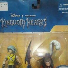 Figuras de Goma y PVC: RIKU WITH CAPTAIN HOOK KINGDOM HEARTS DISNEY. Lote 132767778