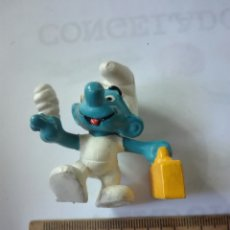 Figuras de Goma y PVC: PITUFOS ORIGINALES SCHLEICH FIGURA GOMA. VIAJANTE. Lote 132817010