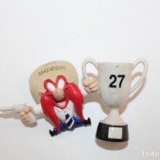 Figuras de Goma y PVC: FIGURA PVC SAM BIGOTES VESTIDO DEL REAL MADRID - AÑO 96. Lote 132908190