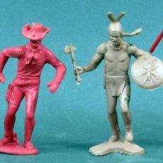 Figuras de Goma y PVC: 2 INDIOS Y 2 VAQUEROS PLÁSTICO SIN PINTAR AÑOS 70. Lote 133020854