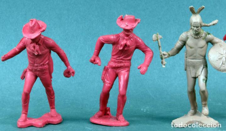 Figuras de Goma y PVC: 2 indios y 2 vaqueros plástico sin pintar años 70 - Foto 2 - 133020854