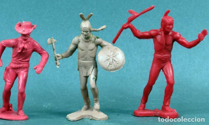 Figuras de Goma y PVC: 2 indios y 2 vaqueros plástico sin pintar años 70 - Foto 3 - 133020854
