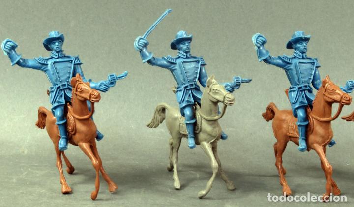 Figuras de Goma y PVC: 5 figuras federales y vaqueros a caballo Comansi plástico sin pintar años 80 - Foto 2 - 133021242