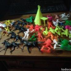 Figuras de Goma y PVC: LOTE DE INDIOS Y VAQUEROS COMANSI. Lote 133057349
