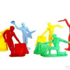 Figuras de Goma y PVC: LOTE 6 FIGURAS DE TOREROS MONOCROMAS DE PLÁSTICO. DISTINTAS POSTURAS. TOROS. TORERO. AÑOS 60 - 70. Lote 133346002