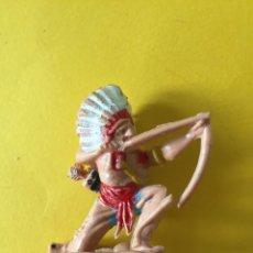 Figuras de Goma y PVC: FIGURA OESTE INDIO CON ARCO DE REAMSA _LEY304. Lote 133561138