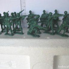 Figuras de Goma y PVC: LOTE 19 SOLDADOS COLOR VERDE AÑOS 70/80 DE KIOSCO VER FOTOS ADICIONALES DEL LOTE. Lote 133573810