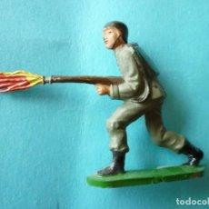 Figuras de Goma y PVC: FIGURA SOLDADO EN GOMA LANZALLAMAS TEIXIDO. Lote 133581162