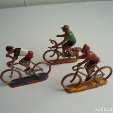 Figuras de Borracha e PVC: LOTE 3 FIGURAS DE PLASTICO DE SOTORRES - 3 CICLISTAS - VUELTA CICLISTA - AÑOS 60. Lote 111383507