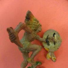 Figuras de Goma y PVC: PECH HNOS. INDIO DE GOMA. SERIE INDIOS Y COWBOYS. (1955). 60 MM.. Lote 133961406