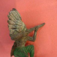 Figuras de Goma y PVC: PECH HNOS. INDIO DE GOMA. SERIE INDIOS Y COWBOYS. (1955). 60 MM.. Lote 133961602