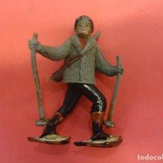 Figuras de Goma y PVC: GAMA. ESQUIADOR DE GOMA. (1955). 54 MM.. Lote 133990626