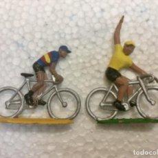 Figuras de Goma y PVC: LOTE 30. DOS CICLISTAS EN PLÁSTICO. SOTORRES. AÑOS 60/70. Lote 134011138