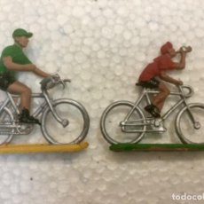 Figuras de Goma y PVC: LOTE 32. DOS CICLISTA EN PLÁSTICO. SOTORRES. AÑOS 60/70. Lote 134011462