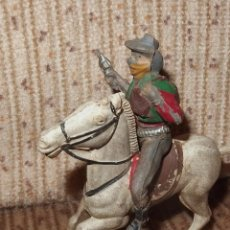 Figuras de Goma y PVC: BANDIDO CON BOTÍN,PECH,GOMA,AÑOS 50. Lote 134393970
