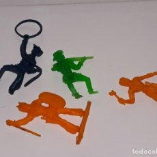 Figuras de Goma y PVC: MONTAPLEX ESJUSA : LOTE DE INDIOS Y VAQUEROS KIOSCO AÑOS 70 / 80. Lote 134520986