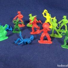 Figuras de Goma y PVC: LOTE DOCE FIGURAS PLÁSTICO DURO INDIOS VAQUEROS CACTUS PISTOLAS MITAD S XX. Lote 135293430
