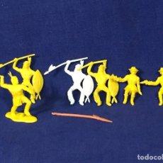 Figuras de Goma y PVC: LOTE 6 FIGURAS PLÁSTICO DURO INDIOS VAQUEROS FLECHA PISTOLAS ORIGINALES MEDIADOS S XX. Lote 135316398