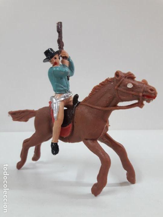 VAQUERO - COWBOY A CABALLO . REALIZADO POR JECSAN . AÑOS 60 (Juguetes - Figuras de Goma y Pvc - Jecsan)