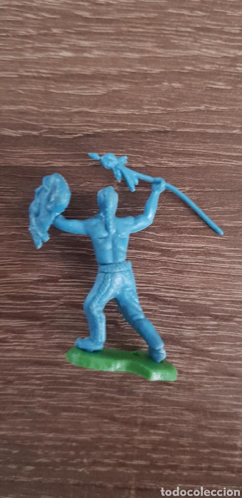 Figuras de Goma y PVC: Antigua figura indio oeste americano + base kiosko años 70/80 - Foto 2 - 135549913