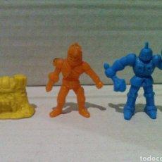 Figuras de Goma y PVC: LOTE DUNKIN MASTERS DEL UNIVERSO Y ROBOT. Lote 135885997