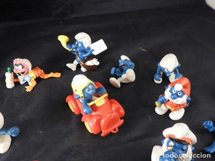 Figuras de Goma y PVC: CONJUNTO DE FIGURAS Y OBJETOS DE PITUFOS MAS LA CASA SCHTROUMPFETTE - Foto 3 - 136035422