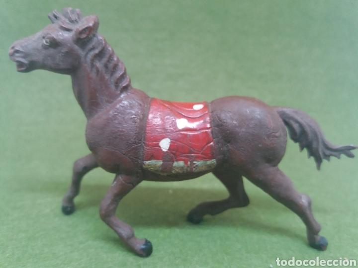 Figuras de Goma y PVC: Antigua Figura en Goma de Caballo Indio fabricado por Gama. Serie 60 mm - Foto 3 - 136109622