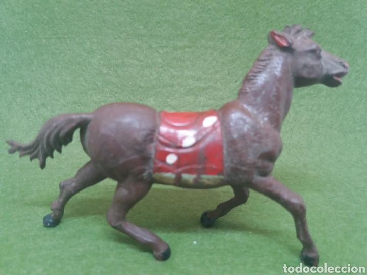 Figuras de Goma y PVC: Antigua Figura en Goma de Caballo Indio fabricado por Gama. Serie 60 mm - Foto 2 - 136109622