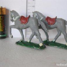 Figuras de Goma y PVC: PAREJA CABALLOS COW BOY COLOR GRIS JECSAN, PECH , COMANSI ? ? VER FOTOS ADICIONALES DEL ESTADO. Lote 136592134