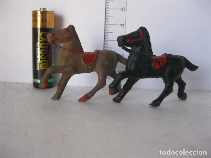 Figuras de Goma y PVC: PAREJA CABALLOS COWBOY COLOR NEGRO Y MARRON JECSAN, PECH , COMANSI ? ? VER FOTOS ADICI - Foto 2 - 136593394