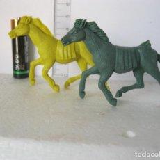 Figuras de Goma y PVC: PAREJA CABALLOS INDIOS COLOR VERDE Y AMARILLO JECSAN, PECH , COMANSI ?VER FOTOS ADICI DEL ESTA . Lote 136596722