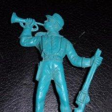 Figuras de Goma y PVC: FIGURA DEL OESTE, SOLDADO YANKEE CON CORNETA, DE COMANSI. Lote 136794098