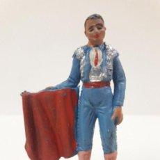 Figuras de Goma y PVC: TORERO TENTANDO AL TORO . REALIZADO POR PECH . AÑOS 60. Lote 137130370