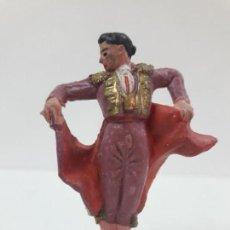 Figuras de Goma y PVC: TORERO DANDO UN PASE . REALIZADO POR PECH . AÑOS 60. Lote 137130678