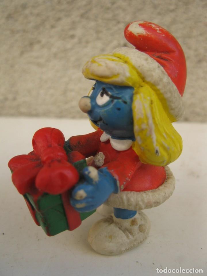 Figuras de Goma y PVC: PITUFINA CON REGALO - FIGURA DE PVC - PEYO - PORTUGAL. - Foto 2 - 137334942