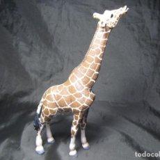 Figuras de Goma y PVC: JIRAFA SCHLEICH ALIMENTANDOSE 2008 17,5 CM MUY BUEN ESTADO. Lote 137491686