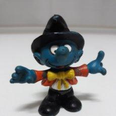 Figuras de Goma y PVC: FIGURA GOMA PITUFO PRESENTADOR DE CIRCO SCHLEICH PEYO 1981. Lote 137749214
