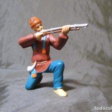 Figuras de Goma y PVC: AVENTURERO DISPARANDO RIFLE IV ÉPOCA COMANSI. Lote 138044486
