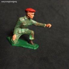 Figuras de Goma y PVC: MUÑECO FIGURA SOLDADO PARACAIDISTA FRANCES STARLUX ORIGINAL AÑOS 60. Lote 138098026