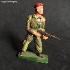 Figuras de Goma y PVC: MUÑECO FIGURA SOLDADO PARACAIDISTA BOINA ROJA STARLUX ORIGINAL AÑOS 60 FRANCIA FRANCES. Lote 138107566