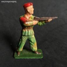 Figuras de Goma y PVC: MUÑECO FIGURA SOLDADO PARACAIDISTA BOINA ROJA STARLUX ORIGINAL AÑOS 60 FRANCIA FRANCES. Lote 138107702