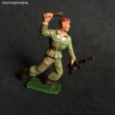 Figuras de Goma y PVC: MUÑECO FIGURA SOLDADO PARACAIDISTA BOINA ROJA STARLUX ORIGINAL AÑOS 60 FRANCIA FRANCES. Lote 138107898