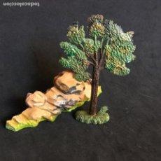 Figuras de Goma y PVC: MUÑECO FIGURA ARBOL ROCA STARLUX ORIGINAL AÑOS 60. Lote 138535074
