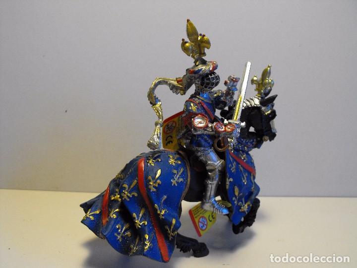 Figuras de Goma y PVC: PLASTOY. Caballero medieval a caballo años 90 goma plástica. 12,5x12cms azul. - Foto 3 - 138567814
